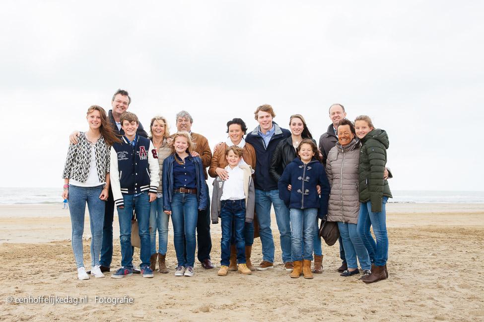 Fotoshoot Scheveningen | Familiefotografie en groepsfoto's op strand (14)